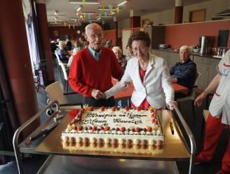 Eindelijk weer wat feest in rusthuis Zomergem: Roger en Monique vieren 65ste huwelijksverjaardag