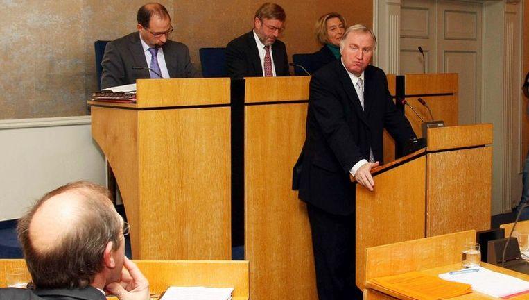Minister-president Karl-Heinz Lambertz spreekt het parlement van de Duitstalige gemeenschap in Eupen toe. Beeld UNKNOWN