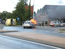 Auto vat vlam na aanrijding op N344 tussen Holten en Deventer