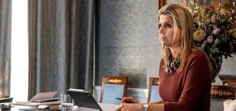 Koningin Máxima spreekt met ondernemer Ekkersrijt in Son: 'Het was meer dan een aai over de bol'