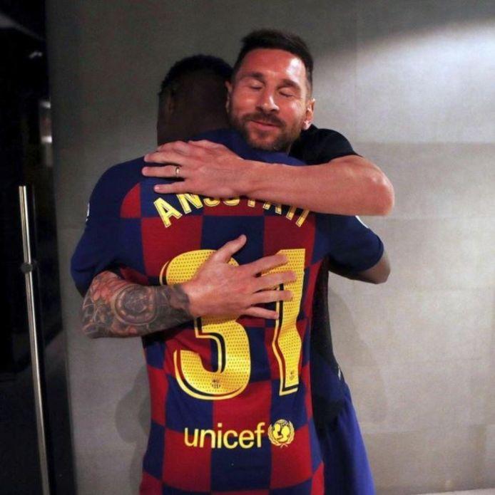 Een knuffel van Messi.