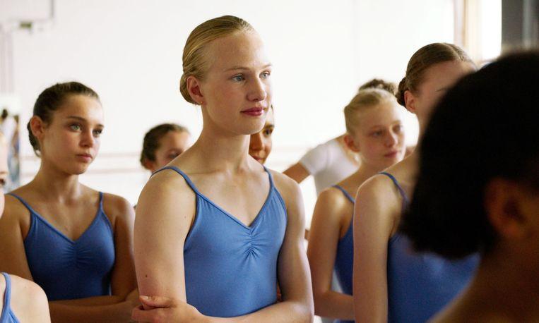 GIRL, center: Victor Polster, 2018. Ph: Jo Voets /© Netflix /Courtesy Everett Collection