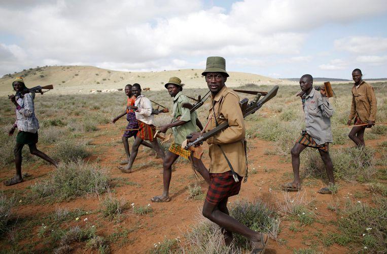 Krijgers van de Turkana-stam lopen met geweren rond om hun vee te beschermen tegen rivaliserende stammen in Baragoy, Kenia. Archieffoto.