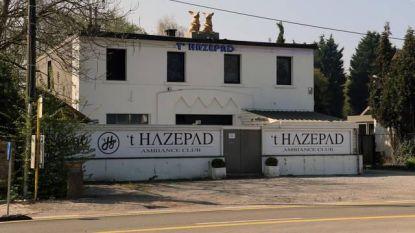 Twintigers vallen buitenwipper 't Hazepad aan met barkrukken