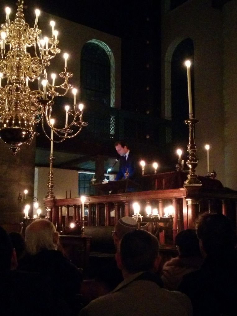 Minister Asscher in de Portugese Synagoge. Beeld Vincent Smits