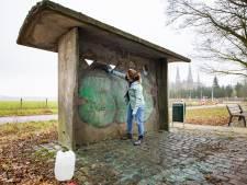 Tilburgs waardevolste bushokje kampt met graffiti en betonrot