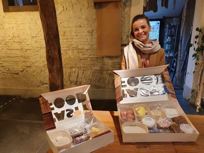 Steffi van de Sande van brasserie De Louis (en De Flor in Beerse) met de kinderbakdozen.