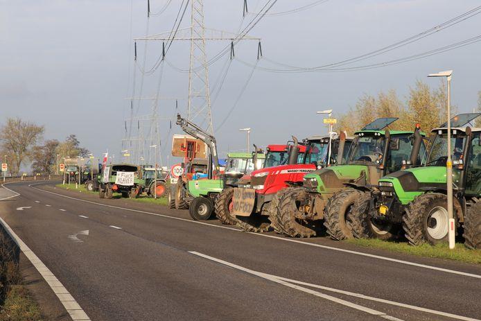 Trekkers langs de oprit richting Utrecht.
