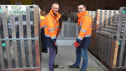 Moerbekenaars brengen twee ton elektronisch afval naar containerpark