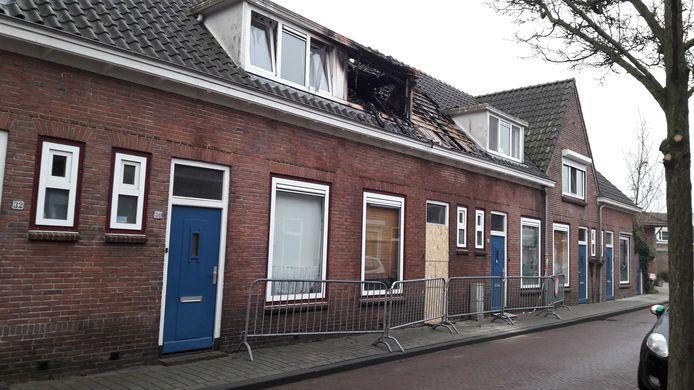 De woningbrand heeft flinke schade aangebracht aan de woning aan de Hendrik Verschuringstraat in Gorinchem.