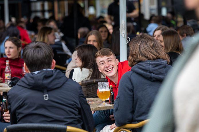 De terrassen lopen steeds voller in Hasselt.