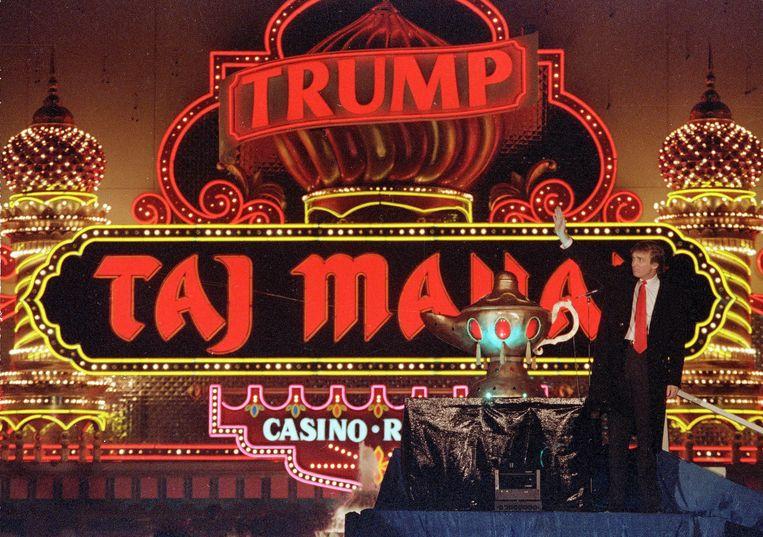 Trump bij de opening van zijn Trump Taj Mahal Casino Resort in 1990. Beeld AP
