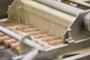 4. De snacks gaan onder een gordijn van eiwit door...