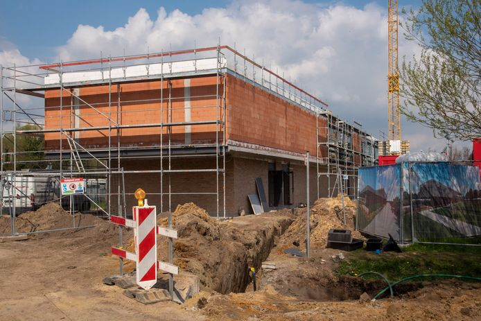 De nieuwe polyvalente zaal in aanbouw.