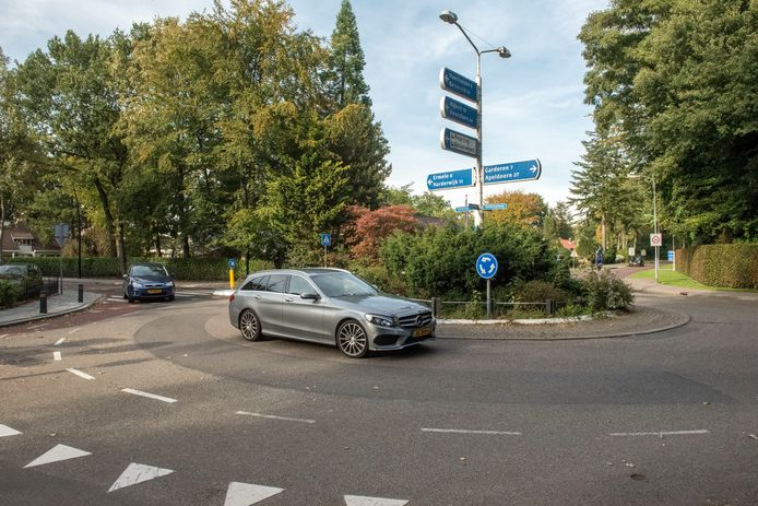 De rotonde op de Garderenseweg en de Calcariaweg in Putten krijgt een facelift en groot onderhoud, de veelbesproken Parkrotonde gaat niet door.