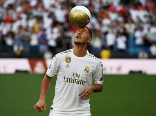 Eden Hazard tijdens zijn presentatie bij Real Madrid.