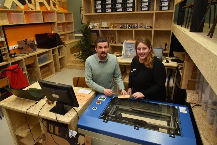 Archiefbeeld : Pascal Vanhoecke en collega in het Fluxlab van het Atheneum.