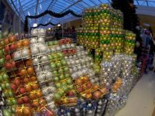 Kerstballen van tuincentrum Oosterik in trek bij winkeldieven