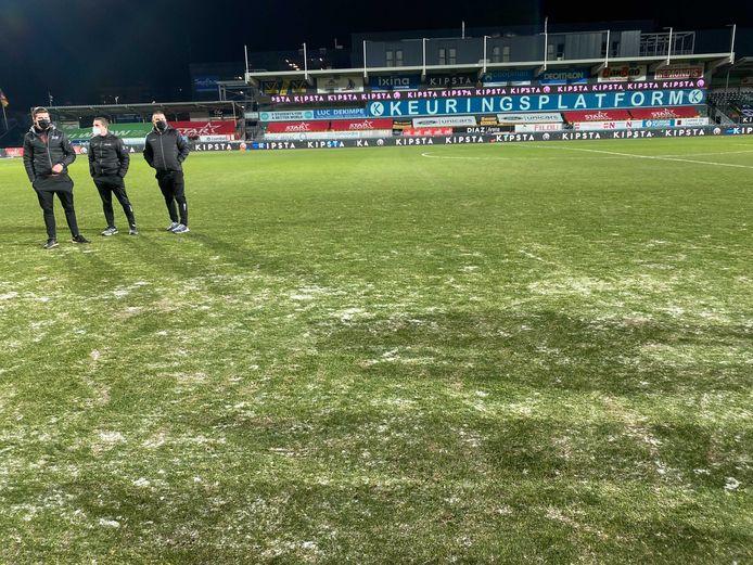 Het veld in Oostende ligt er bevroren bij.