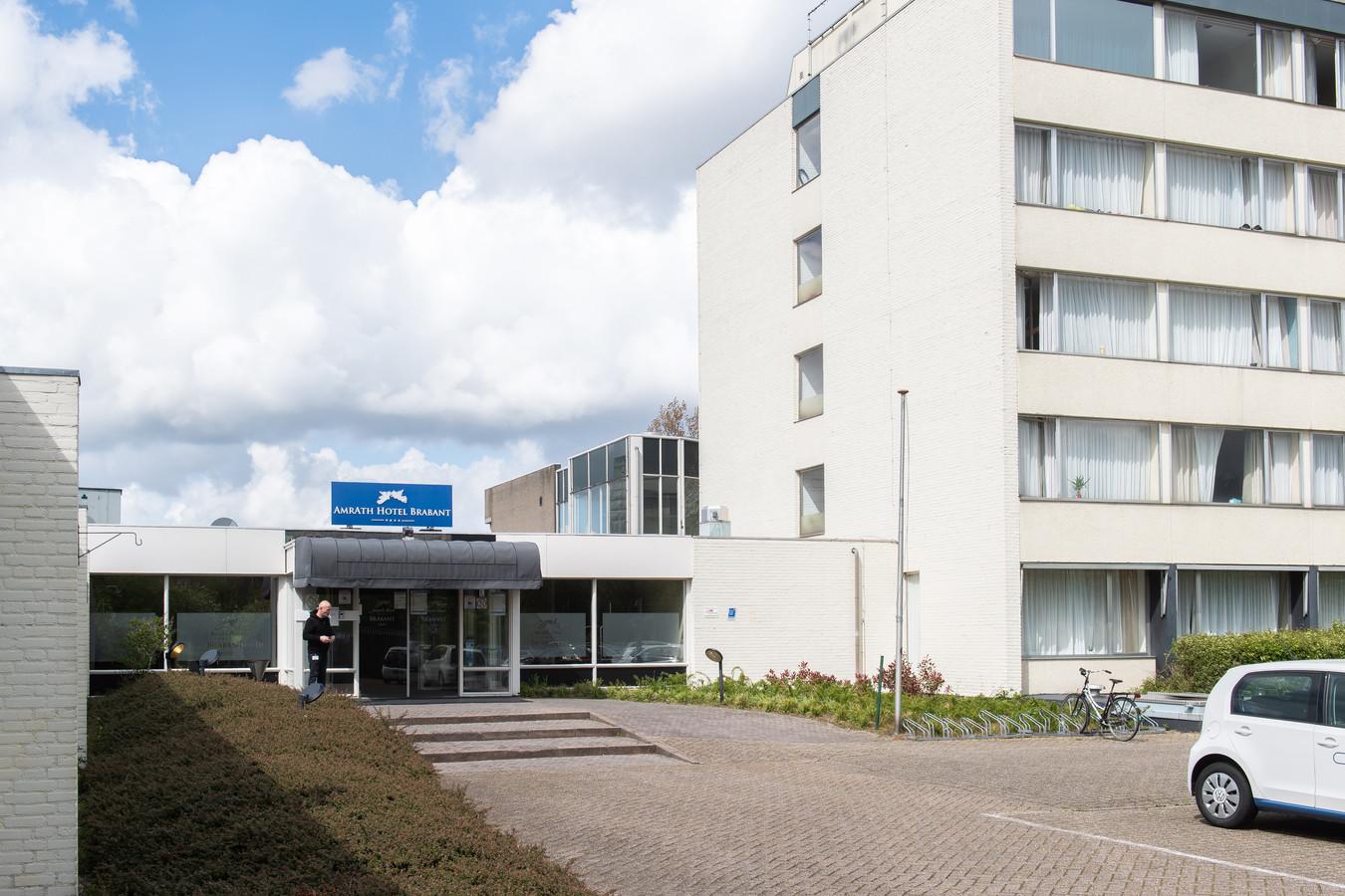 Ingang Amrâth Hotel aan de Heerbaan in Breda.