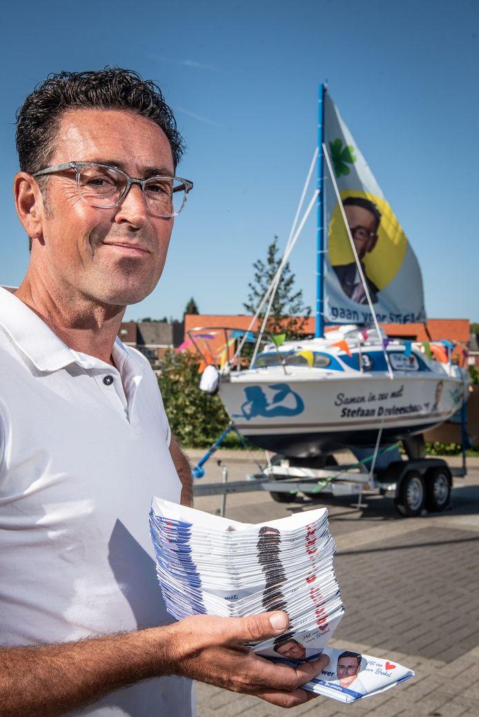"""""""Mijn vrouw, familie en vrienden hebben me geholpen om 7.000 bootjes te vouwen"""", vertelt Devleeschouwer."""