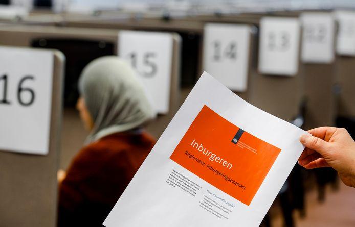 Het reglement voor het inburgeringsexamen.