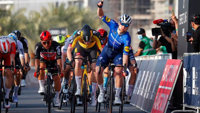 Sam Bennett wint na massaspurt vierde etappe van UAE Tour
