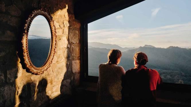 YOLO op z'n best: Airbnb laat 12 gelukkigen een jaar lang gratis wonen in airbnb's, overal ter wereld