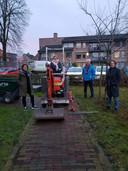 Annemarie Oomens, Myriam Aarts, Wim Teeuwen en Ingrid Veroude (vlnr) van Stichting Beweeglint Gilze bij de Beweegtuin in Gilze.