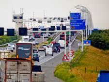 Haringvlietbrug blijft toch open, maar met smalle rijbanen en een lage snelheid