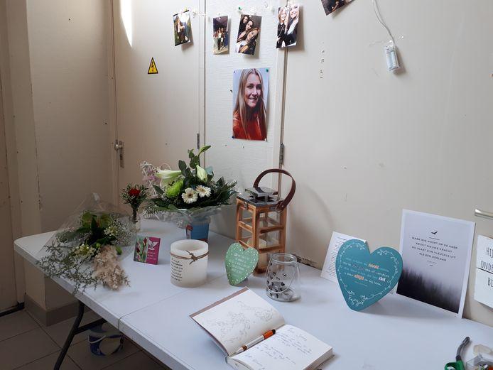 De gedenkplek voor Joanny Mazereeuw bij de Orcaruiters op Urk.