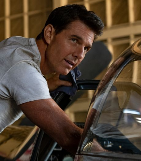 Des randonneurs se retrouvent soudain face à face avec Tom Cruise qui atterrit sur le chemin en parachute