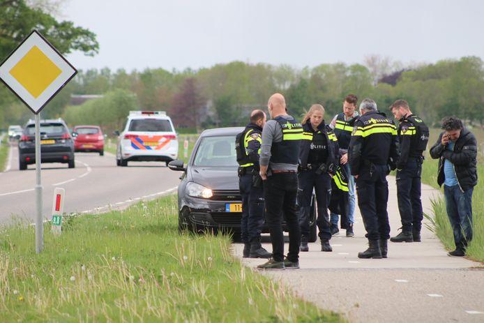 Politieonderzoek aan de Vaassenseweg in Nijbroek vorige week vrijdag na de ontvoering.