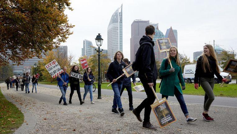 Studenten togen vandaag massaal naar het Malieveld om te demonstreren tegen de invoering van het sociale leenstelsel. Beeld anp