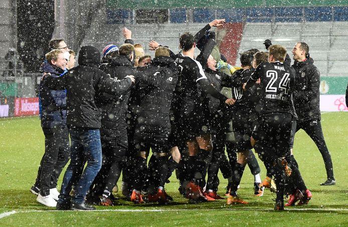 Vreugde bij de spelers van Holstein Kiel.