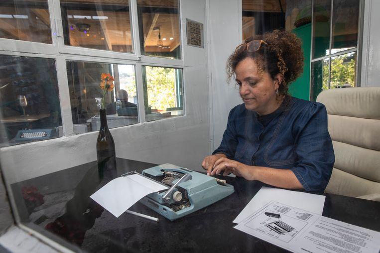 Jeanine Cronie, initiatiefnemer van de schrijfclub. Beeld Dingena Mol