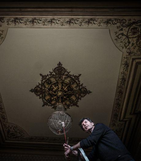 Leo restaureert ornamentenplafond in monumentaal pand: 'Zo kom je ze niet vaak tegen'