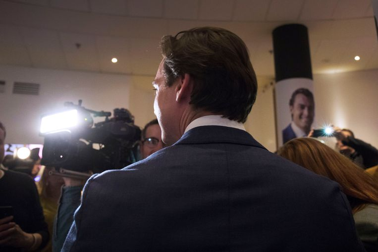Thierry Baudet staat de pers te woord na de eerste verkiezingsuitslagen.  Beeld Werry Crone