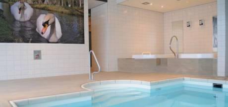Kinderen 'asbesttoeristen' poepen in hotelzwembad