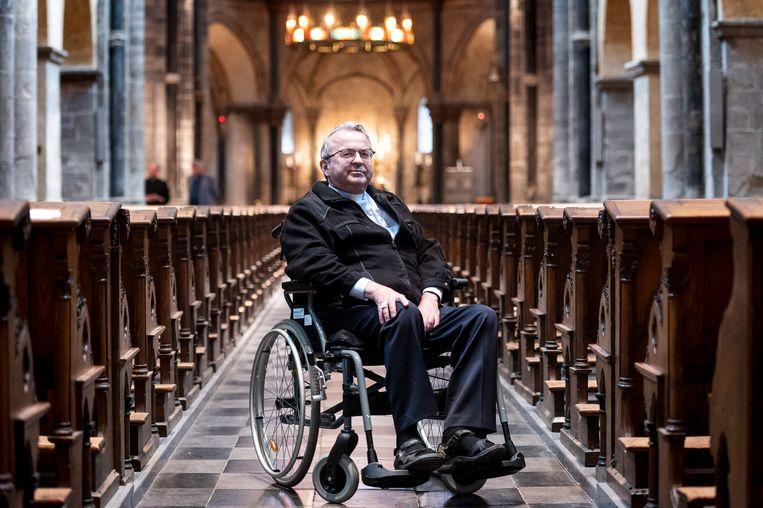 Bisschop Smeets, die ernstig ziek is, bezoekt nog dagelijks de ochtendmis om 09.00 uur in de Munsterkerk in Roermond.  Beeld John Peters