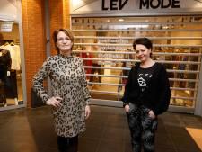 Een klein protest op het gesloten rolluik van deze Maldense modezaak: 'Ik slaap heel slecht'