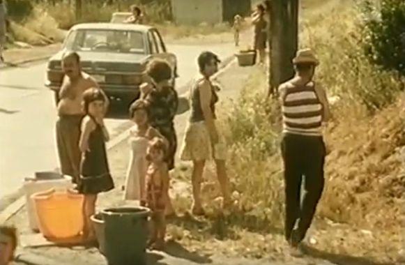 Aanschuiven voor waterbedeling tijdens de droogte van 1976.