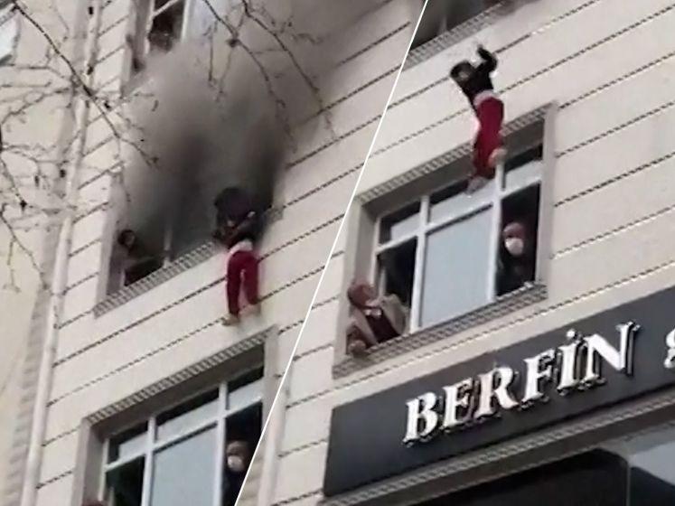 Moeder gooit kinderen uit brandend gebouw