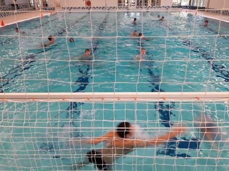 Het zwembad van De Roodloop is in Hilvarenbeek geopend: meteen winst voor de Dokkelaers