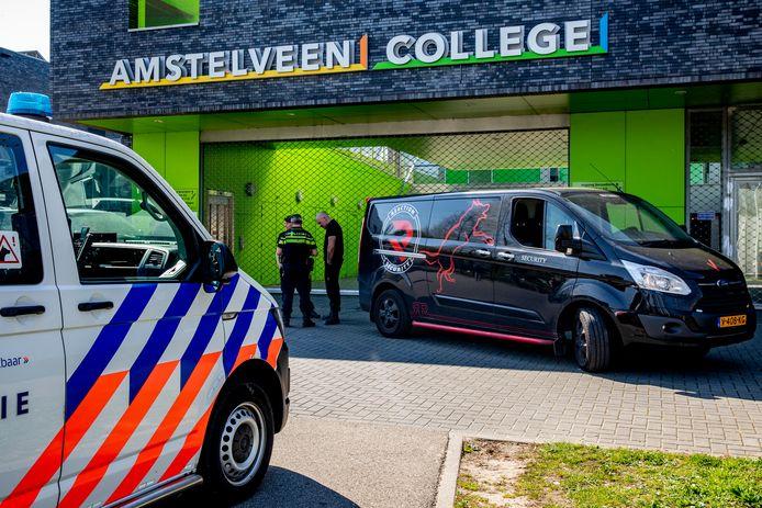 Beveiligers en Politie bij het Amstelveen College.