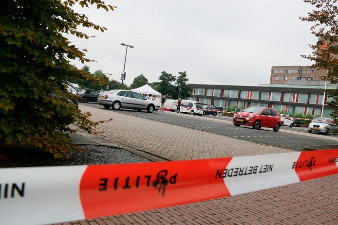 Woensdagmorgen werd een dode vrouw aangetroffen in een auto bij het ZGT ziekenhuis in Almelo.