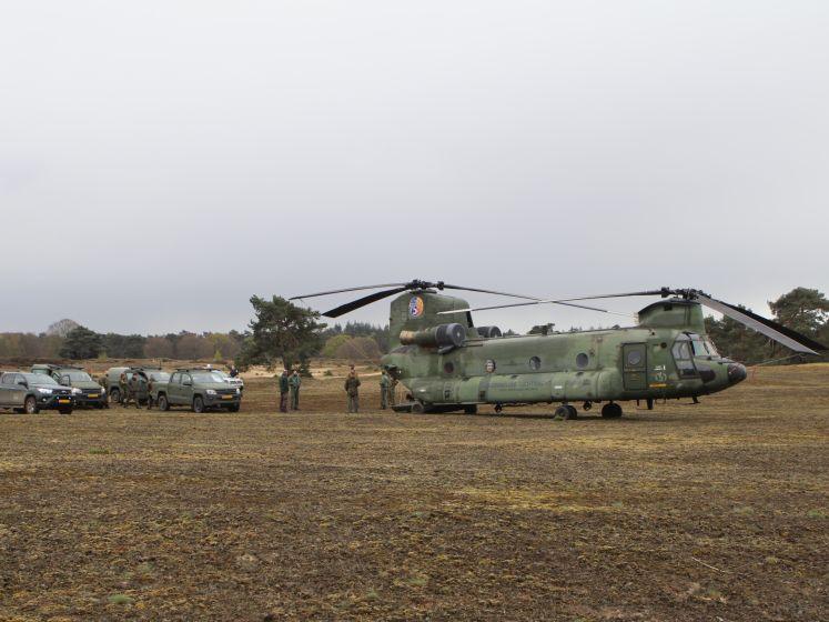 Chinook-helikopter met 10 man maakt noodlanding