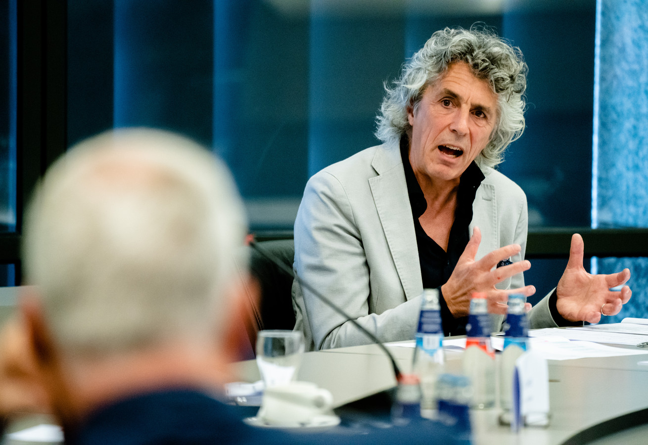Wim Voermans, hoogleraar staats- en bestuursrecht tijdens een rondetafelgesprek met Kamerleden over de corona-spoedwet waarin de tijdelijke maatregelen werden vastgelegd.