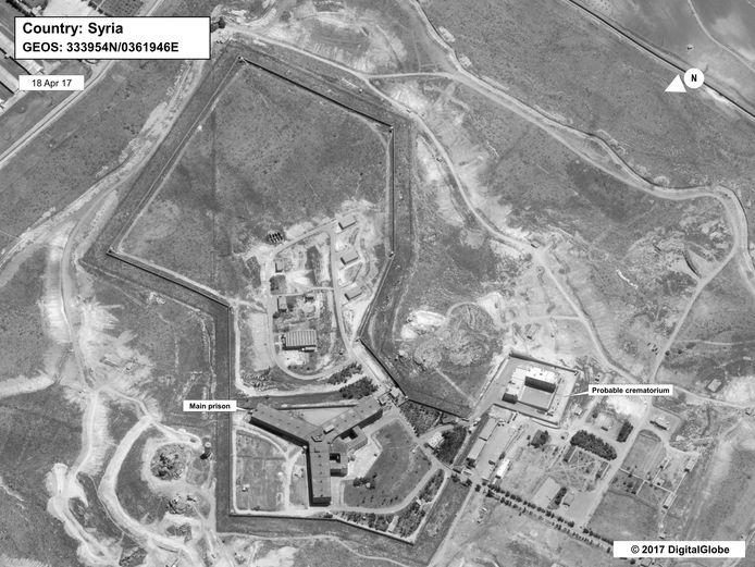 Satellietfoto van de Saydnaya-gevangenis in Syrië, waar de 27-jarige Syriëganger Younes zou verblijven. Zijn moeder heeft al meer dan 6 jaar niets van hem gehoord.