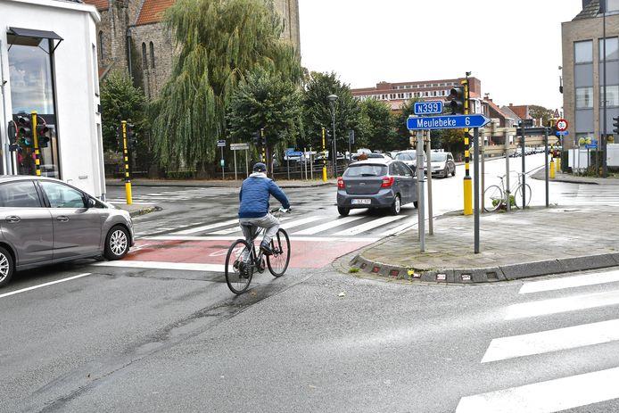 De Vierhoek is het kruispunt van de Kasteelstraat, Sint-Michielstraat, Stationsstraat en Grote Hulststraat in Tielt. Het is een van de zwartste kruispunten van de stad.